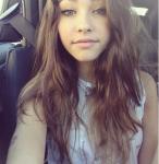 Name: Luna Moreau Alter: 16 Geschlecht: weiblich Aussehen: dunkelbraune Haare in die vorne silberne Bänder eingeflochten sind bis zur Mitte des Rück
