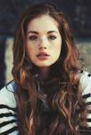 Name: Arys Cliff ( nennt sich Hunter) Alter: 16 Geschlecht: w Aussehen: kinnlange, verwuschelte, dunkelbraune Haare, haselnussbraune Augen, zartes Ges