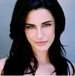 Name: Marilyn Wulff Alter: 16 Geschlecht: Weiblich Aussehen: schwarze, Po lange, leicht gewellte Haare, dunkelblaue Augen, zierlich, Charakter: ka