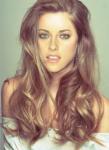 Name: Lilly Alter: 18 Geschlecht: weiblich Aussehen: schulterlange dunkelblonde Locken, mintgrüne Augen, gebräunte Haut, Sommersprossen, ein paar Na