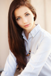 Name: Celine Ellbers Alter: 18 Geschlecht: W Aussehen: Großes Mädchen mit hellblauen Augen und goldbraunen langen Haaren Charakter: nett, freundlich