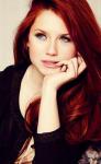 Name: cat Alter: 19 Geschlecht: weiblich Aussehen: Rubin rote Hüftlange glatte Haare, braune Augen, leicht gebräunte Haut und schlank Charakte
