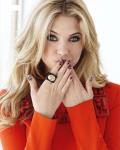 Name: Sara Wiltshire Alter: 17 Statur: schlank, schöne Kurven Aussehen: Sehr lange blonde Haare, blaue Augen,1,70 groß, schönes Gesicht Kleidung: S