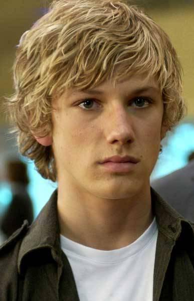 blonde haare blaue augen männlich