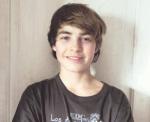 ((bold))DANIEL WISCHNEWSKI((ebold)) Name: Daniel Wischnewski Alter: 14 Geschlecht: männlich Herkunft: Russland Aussehen: Grüne Augen, dünn, braune