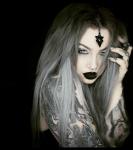 Name: Pearl Black Spitzname: Pearly (hasst diesen Spitznamen) Alter: 16 Geburtsort: Brooklyn Aussehen: Lange, grau-silber gefärbte Haare, hellgraue A
