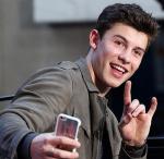 Wie heißen seine drei neuen Songs die er in Radio City auf der Bühne sang?