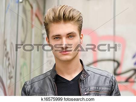 Männlich blond blaue augen