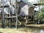 ((unli))((bold))Die Hütten:((eunli)) Die Hütten der Camper:((ebold)) Sind einfache Holzhütten die kreisförmig auf Stelzen um die Insel liegen und