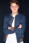 Name: Damon Ashton Hastings Alter: 16 Geburtstag: 1.7.2000 Geschlecht: m Charakter: charmant, verführerisch, hinter listig, taktisch, Aussehen: braun
