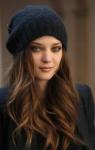 Name: Yara Alter: 16 Geschlecht: weiblich Rang: Köchin Aussehen: Ihr dunkelbraunes, leicht gelocktes Haar fällt ihr bis in die Mitte der Oberschen