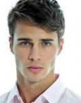Name:Teddy Hall Alter:16 Geschlecht:männlich Rang:Koch Aussehen:wirre sehr dunkle braune Locken, mandelförmige hellbraune Augen mit la