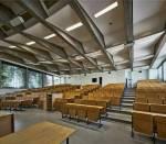 Der Unterricht findet zum größten Teil in Hörsälen statt.