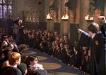 """Kapitel 10: Leise schlich ich durch die Gänge. Es war 22:50 Uhr. Seltsamer Weise traf ich niemanden. """"Vielleicht sind die Gryffindors bei Harry?"""""""