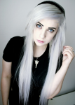 Name: Tamara Anderson Alter: 17 Wesen: Halb Vampir / Halb Elfe Aussehen: schneeweiße lange Haare, tiefblaue Augen, sehr helle Haut, leicht spitz zula