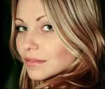 Romy Saphiren, eine normale Jägerin und die Zwillingsschwestervon Irene. Sie wird gespielt von Kalypso Valdez, die in diesem RPG aber Romy heißt.
