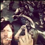 Daryl: hey du! Du: was willst du von mir! Daryl: nichts nur das dich grad der Beißer von da oben Anpinkeln! Du: Bah!*geht weg* Wie ist der da hoch ge