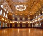 . . . Den Ballsaal. . .