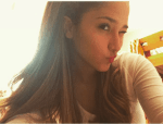Clarisse Chi macht ein Selfie. Diese Schülerin heißt CLARISSE CHI sieht Ariana Grande aber sowas von ähnlich. Findet ihr auch?