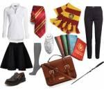 """Ich folgte ihr und bald schon standen wir vor einem Laden, in dem es laut Professor Sinistra die Uniform gab. """"Hier"""", die reichte mir einen Beutel"""