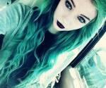 Name: Alice Hunter Alter: 17 Wesen: Vampir Charakter: Kühl, Nett, Still, Liebevoll und Sanft Aussehen: https://s-media-cache-ak0.pinimg.com/564 x/1f/