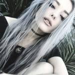 Vorname: Rose Nachname: White Spitz-/Rufname: - Alter: 16 Geschlecht: weiblich Wesen: Dämonin Geschwister: - Aussehen: Hüftlange, silberne Haare, du