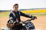 Der Junge der immer Motorrad fährt und Bibi und Tina ärgert, heißt Friedrich.