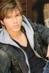 Name: Jamie Toby Carter Spitzname: Jam Alter: 17 Herkunftsland: Deutschland Talent: singen, Gitarre spielen Bisherige Erfolge: hatte einige Auftritte