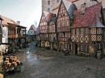 Das Königreich: Schloss -Pferdeställe -Berg -Schmiede -Wald -Bäckerei -Meer -Metzgerei -Fluss -Trainingsplatz für Ritter -Wiesenfläche -Schenke -