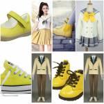 ((bold))((olive))Schuluniform ((ebold))((eolive)) Im Sommer (links) und Winter (rechts) werden unterschiedliche Uniformen getragen. Auch die der Junge