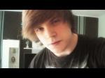 Name: Viktor Roth Alter: 18 Charakter: nett, verrückt, lustig, sarkastisch Aussehen: Bild Stärken: Videos aufnehmen, singen Schwächen: nicht me