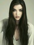 ((unli))Klingensturm((eunli)) Vorname: Karina Nachname: Moore Rufname: Kara Alter: 23 Aussehen: Dunkelbraune, beinah schwarze, hüftlange, glatte Haar