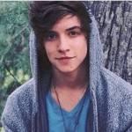 ((maroon)) ((bold)) Gespielt von Emilia321((ebold)) Name: Jhon- Steven McWillians Alter: 19 Jahre Geschlecht: Männlich Aussehen: Er ist 1.89m gross m