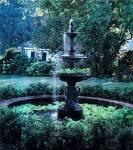 ((teal))((bold))((unli))Der Garten:((eunli))((ebold))((eteal)) Der Garten ist wunderschön. Es gibt eine große grüne Wiese, einen kleinen Brunnen un