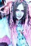 Wie viele Piercings hat Koichi?