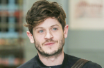 Der Schauspieler, der ihn verkörpert, heißt Iwan Rheon.