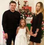 Kristina und ihre Eltern. ( altes Bild)