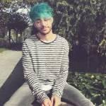 Name: Toni Nachname: Pirosa Spitzname: / Alter: 22 Charakter: nett, lustig, kreativ, klug, Künstlerisch Geschlecht: männlich Haare: blau Augen: brau