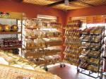 Der Bäcker und der Metzger teilen sich den Laden. Vom Metzger gibt es aber keine Bilder...