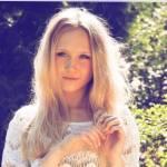 Name: Naminé Delaceur Spitzname: Cheshire Alter: 15 Familie: Ventus Delaceur(Vater), Naminé Ash Delaceur(Mutter) Aussehen: hell blondes Haar, braune