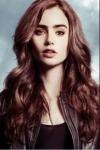 Name: Mela Alter: 19 Aussehen: dunkelbraunes, gewelltes, brustlanges Haar; bernsteinfarbene - hellbraune, kühle Augen; reine, weiche Haut; eher gro