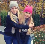Iza und Elle haben lange Haare
