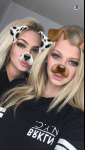 Hier haben wir das wunderschöne Selfie zweier Hundemädchen XD
