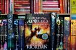 Titel: Percy Jackson/Helden des Olymps/Trials of Apollo Autor: Rick Riordan Genre: Fantasy Kurze Inhaltsangabe: Leute, die die Welt retten; Kinder der
