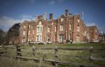 ((bold))Das Deveraux Manor((ebold)) Das Herrenhaus ist ziemlich groß und liegt in der Nähe eines Waldes. ((cur))Außenbereich((ecur)) - ein hübsche