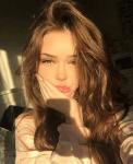 ((bold))Eloise Deveraux((ebold)) *Titel: Señorita Eloise Geschlecht: weiblich Alter: 16 *Beruf: // Angewohnheiten: spricht nicht viel über sich Haar