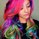 Name: Ariana McAllister Geschlecht: Weiblich Alter: 16 Aussehen: Sie besitzt lange Pastell Regenbogenfarbene Haare die meist zu French Braids geflocht
