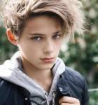 Name: Henri Nachname: Brown In der Familie: (Adoptiv-)Enkel Alter: 12 Schule/Beruf: 7. Klasse Aussehen: braune, wild abstehende Haare; leicht