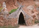 ((big)) die Höhle ((ebig)) Also....Die Höhle hat mehrere Tunnel Geh am besten nicht alleine herum sonst verirrt du dich Wir sind hier in der Haupth�