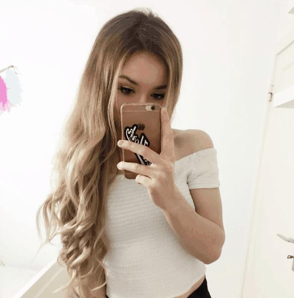 Rebekah wing nackt